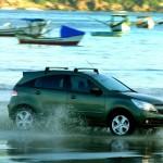 Agile Cruising On Water Wallpaper[0]